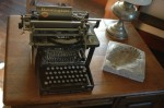 antique-remington-typewriter_w725_h482